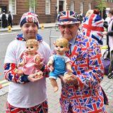 Wird es ein Mädchen oder ein Junge? Diese beiden lebendigen Großbritannien-Flaggen sind - auf ihre skurrile Art und Weise - für alle Eventualitäten gewappnet.