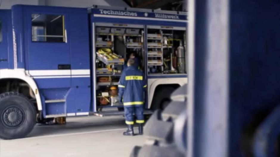 Rettungsgasse: Einsatzkräfte fahren zu einem Unfall und trauen ihren Augen nicht