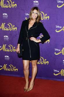 Zauberhafter Auftritt von Sabia Boulahrouz beim Aladdin and Friends Charity Event in Hamburg. Die 40-Jährige trägt ein schwarzes Mantelkleid und das hat es in sich - denn es ist mit einem durchgängigem Reißverschluss versehen.