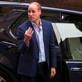 Entwarnung: Es handelt sich nicht um eine obszöne Geste. Frontal betrachtet zeigt William statt nur des Mittelfingers drei Finger - jeden für eines seiner drei süßen Kinder.