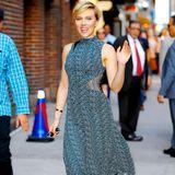Mal sind die Haare lang, dann wieder ziemlich kurz. Blond bleibt Scarlett Johansson meist aber schon.
