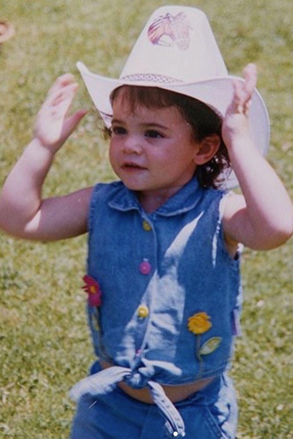 Kylie Jenner  Was für ein süßes Cowgirl posiert denn auf diesem Foto? Wären Sie drauf gekommen, dass es der heutige Reality-Star Kylie Jenner ist?