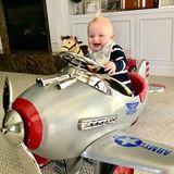 27. März 2018  Der kleine Luke ist kurz vorm Abheben und hat sichtlich Spaß dabei.