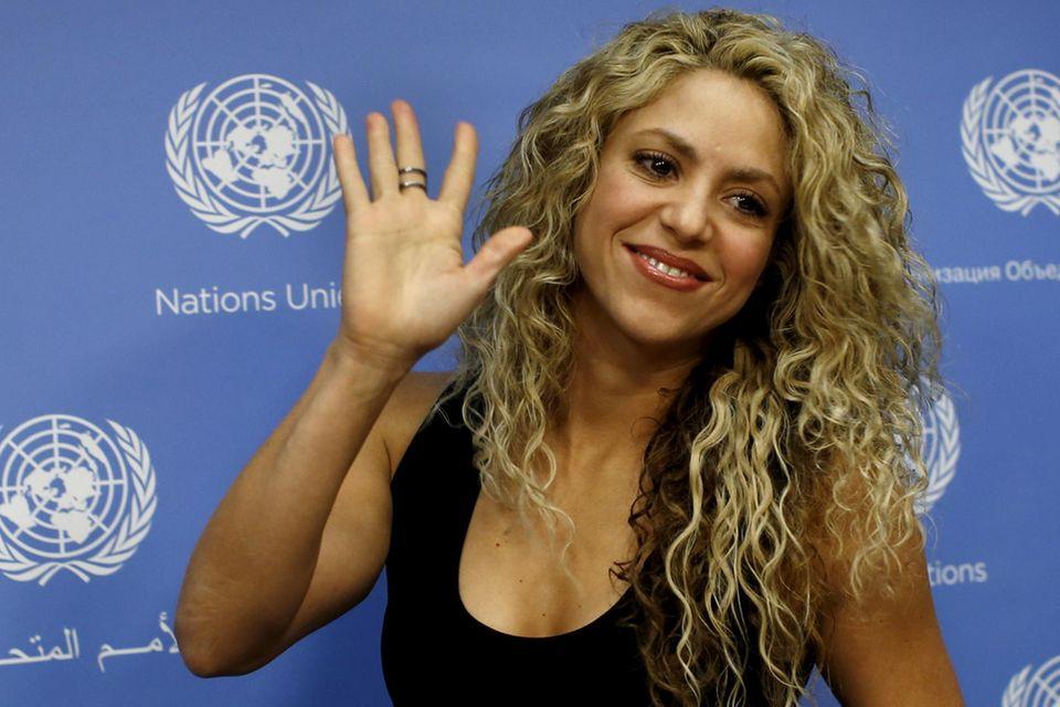 Stufenschnitt + Locken von Sängerin Shakira, 41