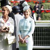 ... bevorzugte Sophie von Wessex bei der wohl britischsten aller Veranstaltungen, dem Royal Ascot Pferderennen, die mintgrüne Variante, kombiniert mit einer grünen Hutkreation. Dem Anlass entsprechend haben beide einen Volltreffer gelandet.