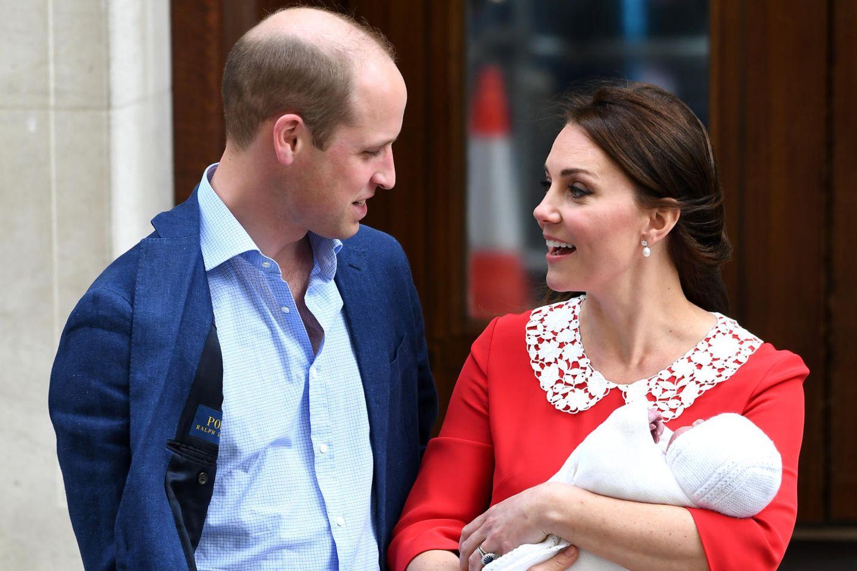 Prinz William und Herzogin Catherine mit dem Baby beim ersten Foto-Termin am 23. April