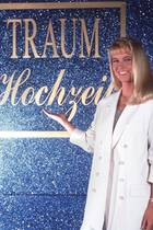 """Keiner hat in den 90er Jahren so viele Paare glücklich gemacht wie Linda de Mol. Acht Jahre lang steht die niederländische Moderatorin für die RTL-Show """"Traumhochzeit"""" vor der Kamera. Doch wie ist es ihr nach der Kult-Sendung ergangen?"""