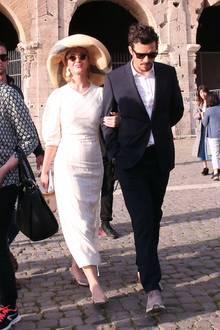 Amore mio! Katy Perry und Orlando Bloom liefern während eines Italienurlaubs DEN Beweis für ein Liebescomeback. In einem weißen Kleid mit Nadelstreifen, einem großen Hut und Sonnenbrille versucht sie, in der italienischen Hauptstadt unerkannt zu bleiben. Das scheitert jedoch - nicht zuletzt wegen des hübschen Accessoires an ihrem Arm. Auch Orlando Bloom zeigt sich von seiner schicksten Seite und trägt Anzug und Hemd.