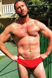 """""""Happy Birthday an dieses talentierte Stück Männerfleisch"""", postet ein Hollywoodstar an seinen verdammt gut aussehenden Halbbruder, der jüngst 40 Jahre alt geworden ist ..."""