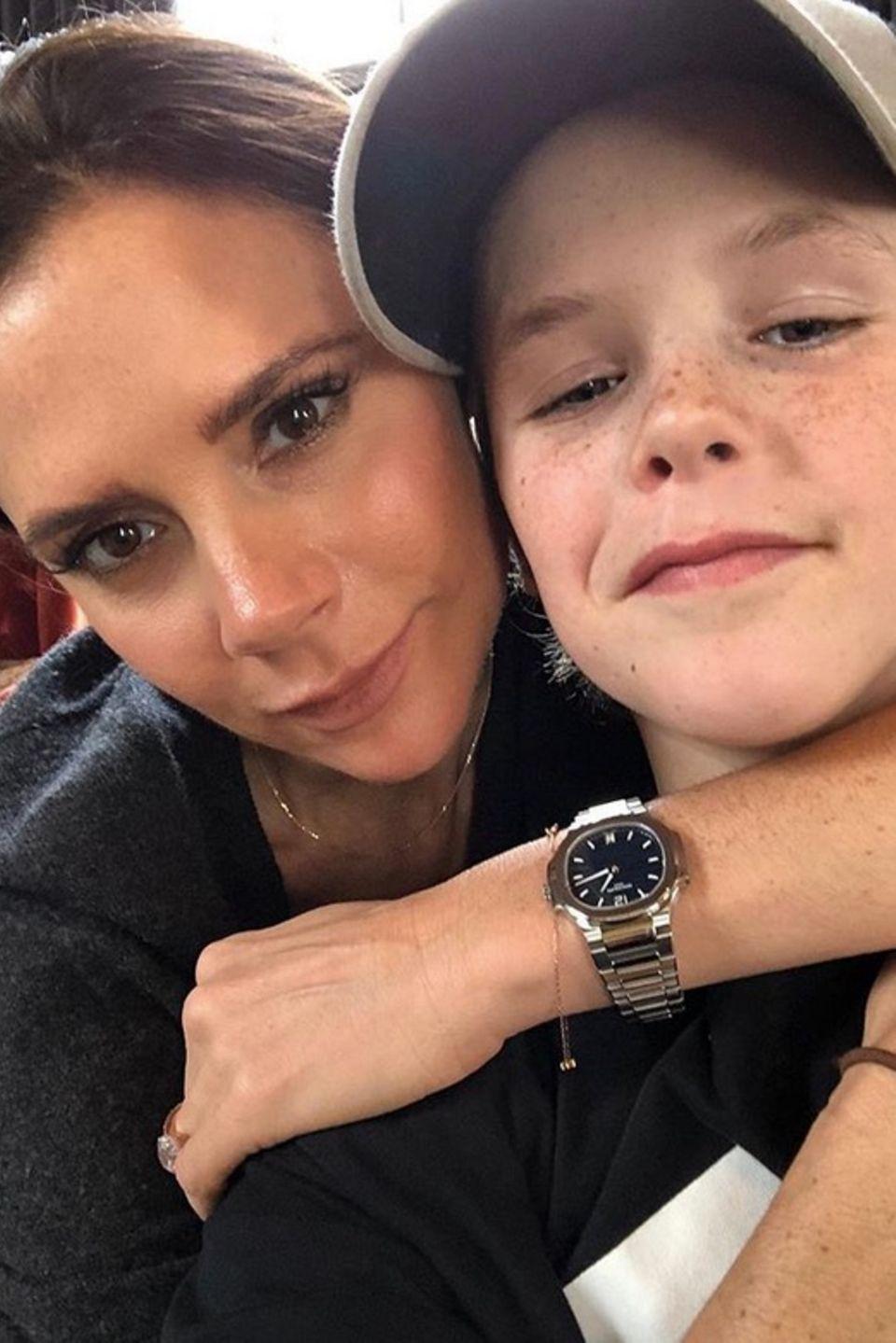 11. März 2018  Anlässlich des Muttertages postet Cruz Beckham diesen süßen Schnappschuss mit Mama Victoria.