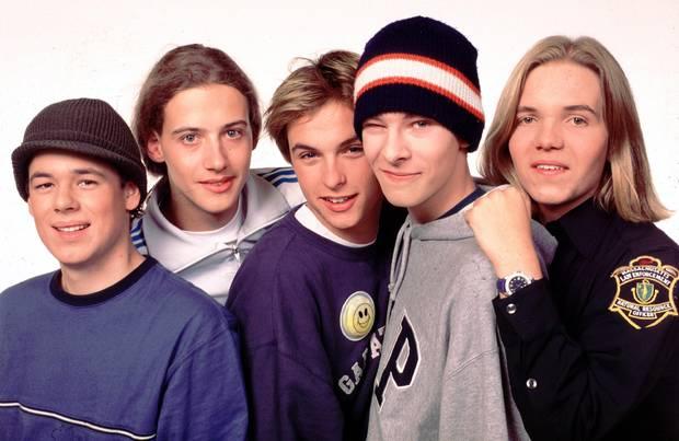 """Die norddeutsche Boyband """"Echt"""" lässt im Jahr 2002 Teenie-Herzen höher schlagen.Als Schulband gestartet, dauert es nicht lange, bis Band ganze Konzerthallen füllt.Mit Hits wie """"Du trägst keine Liebe in Dir"""" oder """"Weinst Du?"""" begeistern Kim Frank und Co. Millionen Teenager. Doch was treiben die Jungs von """"Echt"""" eigentlich heute?"""