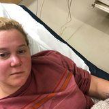 Erschöpft und krank schaut Amy Schumer aus. Seit nun schon fünf Tagen liegt die Schauspielerin mit einer hartnäckigen Nierenentzündung im Krankenhaus. Über Instagram entschuldigt sie sich bei ihren Fans, dass all ihre Auftritte abgesagt werden müssen. Gute Besserung an Amy!