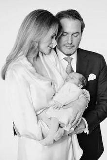 27. April 2018  Ganz verliebt in ihre kleine Prinzessin: Prinzessin Madeleine und Ehemann Chris O'Neill gemeinsam mit ihrer jüngsten TochterAdrienne, die am9. März 2018 das Licht der Welt erblickt hat.