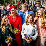 27. April 2018  Königin Máxima, König Willem-Alexander und ihre Töchter Prinzessin Ariane, Prinzessin Alexia und Prinzessin Amalia (v.l.n.r.) freuen sich riesig über die rege Anteilname am Königstag.