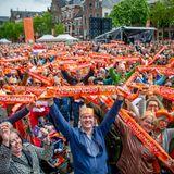 27. April 2018   Orange, soweit das Auge reicht: Das Volk hat Spaß am Königstag.