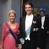 Marie-Chantal Miller und Kronprinz Pavlos von Griechenland  Das griechische royale Pärchen lernt sich bei einem Blinddate kennen. Das Ehepaar heiratet im Jahr 1995 und hat mittlerweile fünf gemeinsame Kinder.
