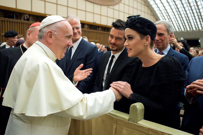 28. April 2018  Katy Perry und Orlando Bloom besuchen gemeinsam eine Gesundheitskonferenz im Vatikan und werden auch Papst Franziskus vorgestellt.