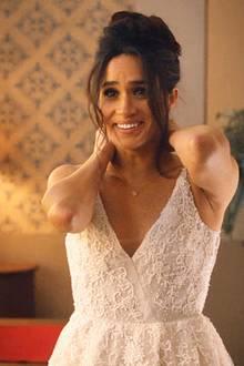 """In """"Suits"""" trägt Meghan Markle ein Brautkleid von Anne Barge, das romantisch verziert und herrlich geschnitten ist."""
