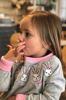 1. Mai 2018  Yummie Pizza! Tamara Ecclestones Tochter Sophia wartet schon ganz sehnsüchtig auf die italienische Leckerei.