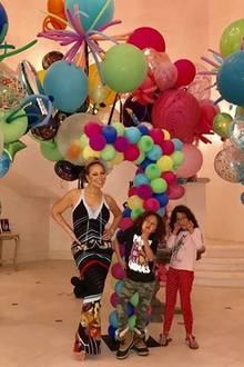 Party zum siebten Geburtstag der Zwillinge Monroe und Moroccan ist angesagt. Mariah Carey lässt sich natürlich nicht lumpen und hat für die Kids eine große Party mit vielen, bunten Ballons organisiert.
