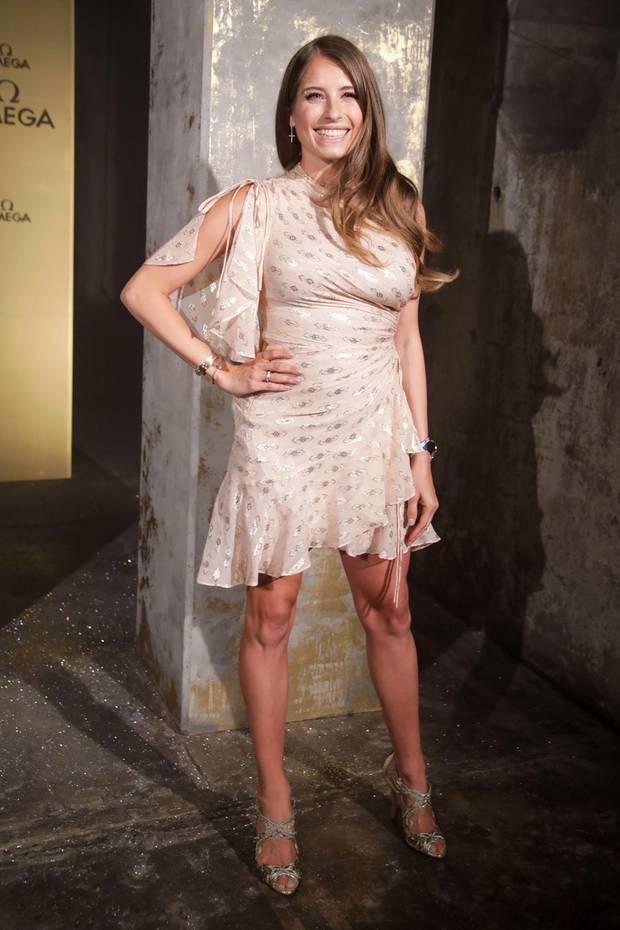 Cathy Hummels glänzt mit ihrem After-Baby-Body im sommerlich-leichten Kleid.