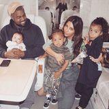 23. April 2018  Eine stinknormale Familie, stinknormal unterwegs im Privatjet: Kim Kardashian erfreut Fans mit einem weiteren Familienbild.