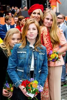 Alexia trug jetzt die Jeansjacke, die Máxima beim Königinnentag 2004 anhatte