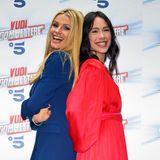 """Michelle Hunziker und Tochter Aurora Ramazotti sind nicht nur privat ein Herz und eine Seele, die beiden werden ab dem 7. Mai auch die italienischen Version des ZDF-Klassikers """"Wetten, dass?"""" gemeinsam moderieren. Für die Pressekonferenz zeigten sich die beiden nicht nur farblich in Höchstform."""