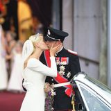 Prinzessin Mette-Marit und Prinz Haakon  Gänsehaut bekommt man noch heute beim Anblick dieses zärtlichen Kusses. Prinz Haakon und Prinzessin Mette-Marit von Norwegen machen uns vor, wie man mit ganz viel Stil und Zärtlichkeit einen unvergesslichen Hochzeitskuss vorführt. Der Kuss des norwegischen Traumpaares ging ganze 2,6 Sekunden.
