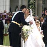 König Felipe und Königin Letizia von Spanien  Der noch etwas zaghafte Kuss von König Felipe und seiner Letizia dauerte gerade mal 1,6 Sekunden.