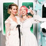 In Bestlaune: Sarah Paulson und Bria Vinaite