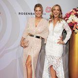 Die Moderatorinnen Bettina von Schimmelmann und Angela Fingererben hatten sichtlich Spaß auf dem Rosenball 2018.