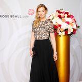 Designerin Jette Joop wählte ein bodenlanges Kleid mit schwarzem Rock und Spitzenoberteil.
