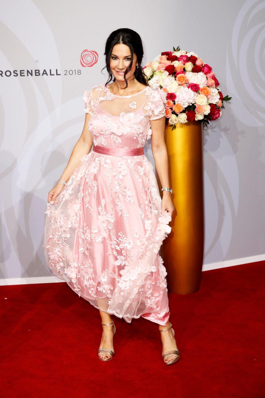Mariella Ahrens glänzte als rosafarbene Rose auf dem roten Teppich.