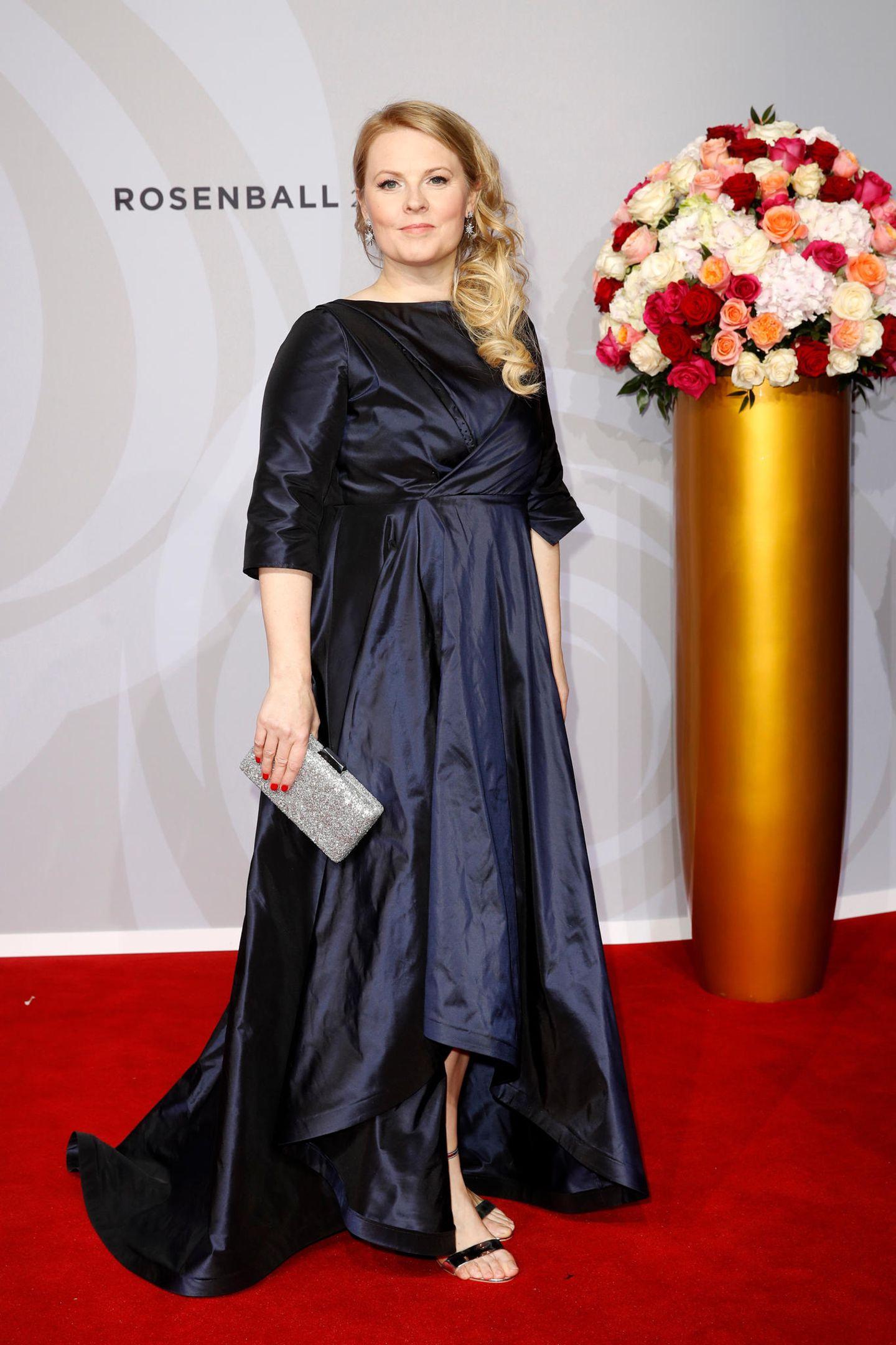 Mit diesem klassischen Abendkleid trifft Patricia Kelly voll ins Schwarze.