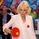 Beim Besuch der Commonwealth Games in Australien, zeigt Herzogin Camilla ihr sportliches Talent beim Tischtennisspiel.