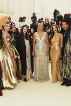 In H&M auf dem Red Carpet der Met Gala 2018. Kaum zu glauben, dass diese glamourösen Roben von dem schwedischen Modeunternehmen stammen. Die Looks sind alle maßgeschneidert und echte Hingucker.