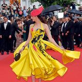 """Vor dem Screening des Films """"Sorry Angel"""" sorgt die französische Schauspielerin Frédérique Belfür die modische Farbexplosion des Tages."""