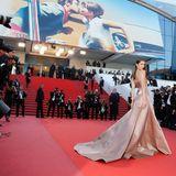 Wenn Bella Hadid über den roten Teppich von Cannes schwebt, sind die Kameralinsen voll auf sie gerichtet.