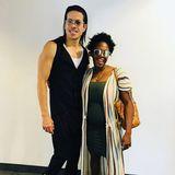 """Wir kennen """"Let's Dance""""-Star Motsi Mabuse mit vielen Looks von lockiger Wallemähne bis glatter Langhaarfrisur. Mit ihrem süßen, natürlichen Kurzhaarschnitt sehen wir sie allerdings nur ganz selten, wie hier auf dem Instagram-Foto,das Mit-JurorJorge Gonzales von sich und seiner schwangeren Lieblingskollegin gepostet. Danke dafür, Jorge!"""