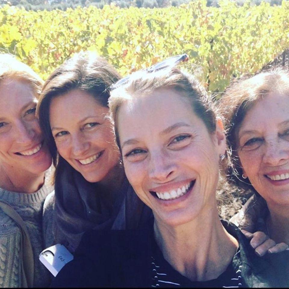 Wortreich und mit viel Liebe bedankt sich Supermodel Christy Turlingtonmit diesem schönen Familien-Selfie bei ihrer Mutter und ihren Schwestern.