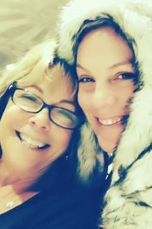 Auch Sängerin Pink freut sich, ihrer Mama Judith Moore zum Muttertag gratulieren zu können.