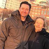 Hollywoodstar Hugh Jackman gratuliert seiner lieben MutterGrace McNeil.