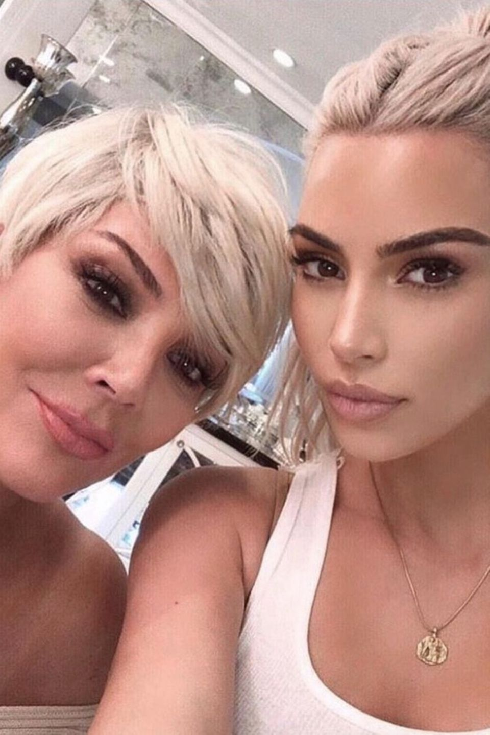 Auch Kim Kardashian lässt es sich nicht nehmen ihrer Mutter Kris Jenner zum Muttertag zu gratulieren.