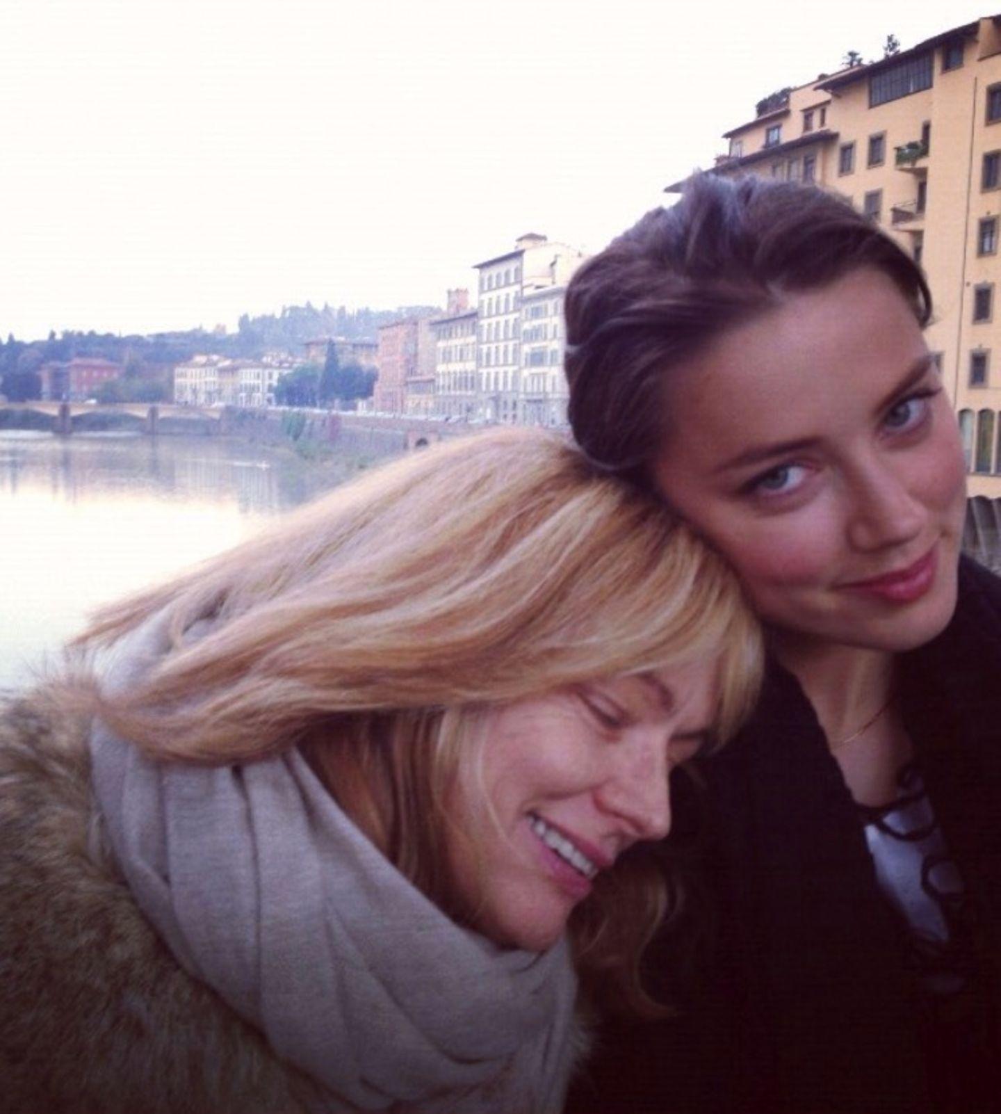 Ein liebevolles Foto zum Muttertag: Schauspielerin Amber Heard und MamaPaige Parsons.