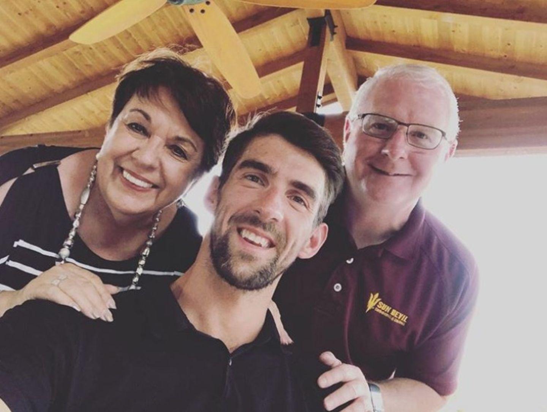 Auch der ehemalige Schwimmsuperstar Michael Phelps überhäuft seine MutterDeborah Phelps mit liebevollem Dankeslob.
