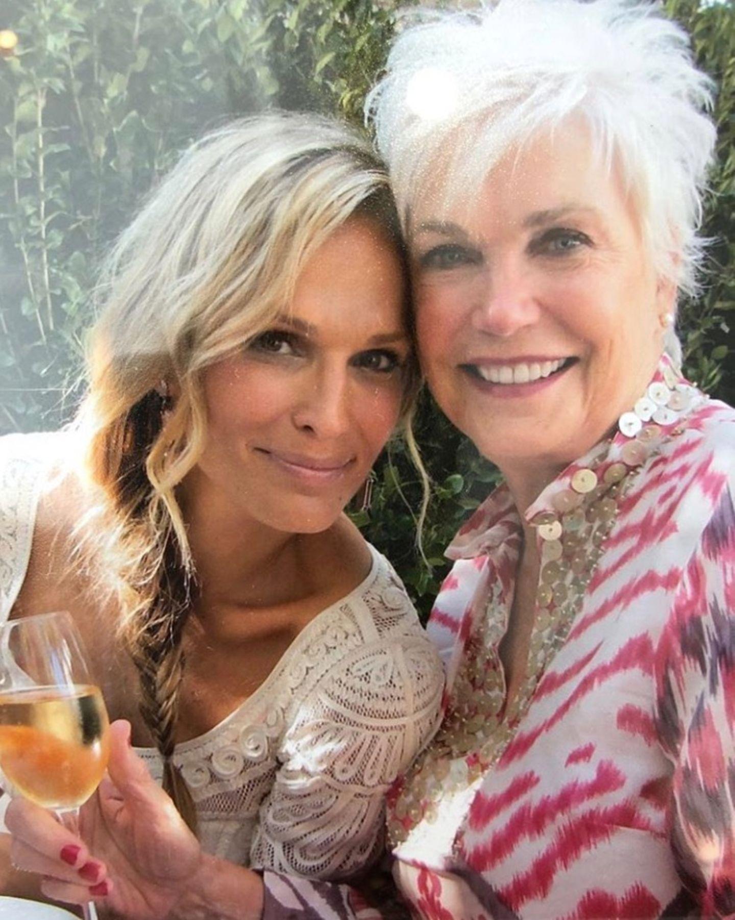 """""""Ich bin heute,wer ich bin,nur wegen dieser wunderschönen und selbstlosen Frau"""", postet Molly Sims über ihre MutterDottie Sims."""