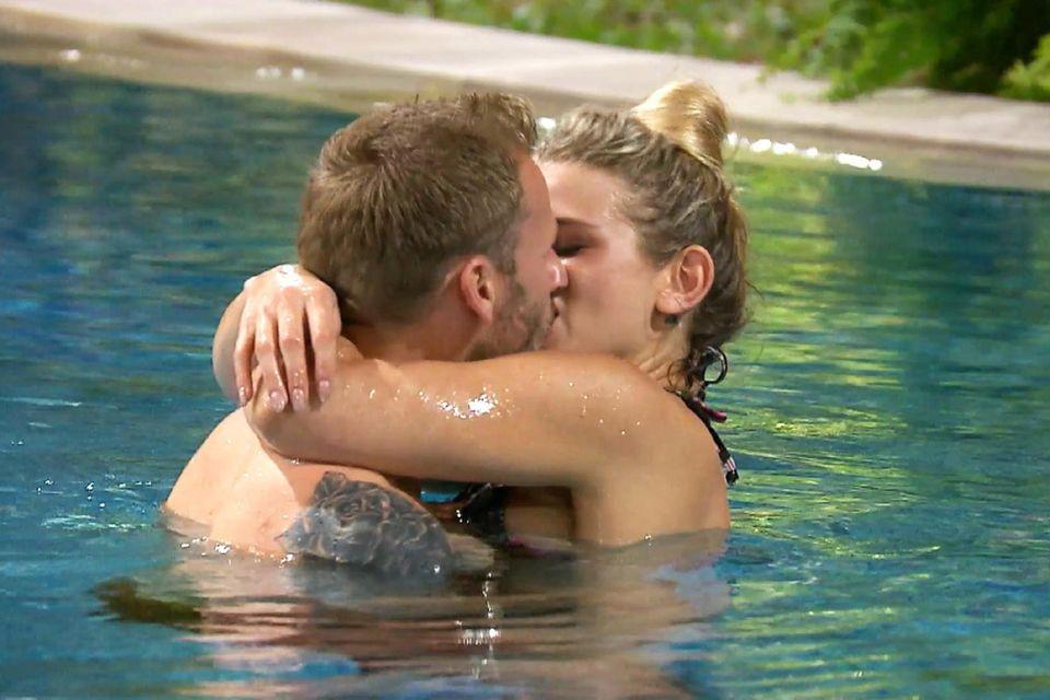 """Saskia Atzerodt + Christian Rauch knutschen in der zweiten Folge von """"Bachelor in Paradise"""""""