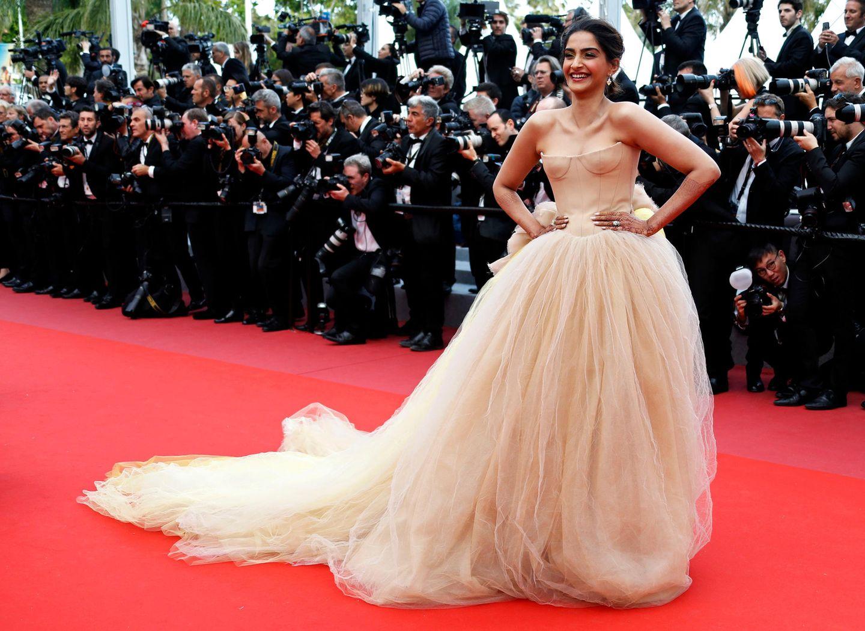 Tüll, so weit das Auge reicht, gab es bei Bollywood-Star Sonam Kapoor zu bewundern.
