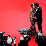 Das französische Model Nabilla Benattia und Thomas Vergara lassen sich küssend ablichten.